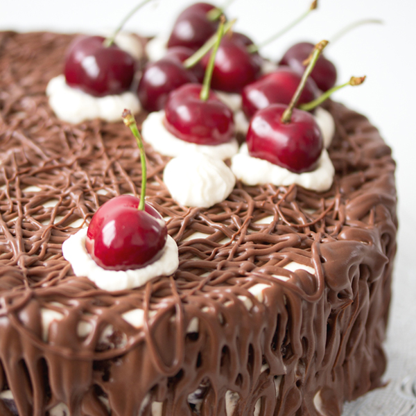 Sweet-and-Lemon_Shokoladova-torta-s-chereshi_2